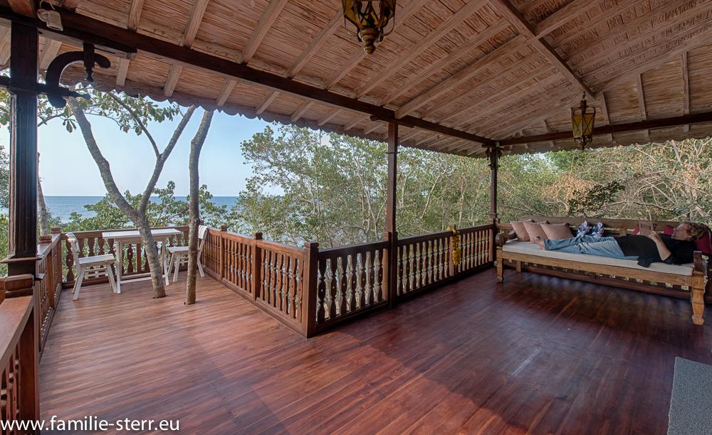 Balkon und Terrasse zur Villa 3 - Plataran Menjangan
