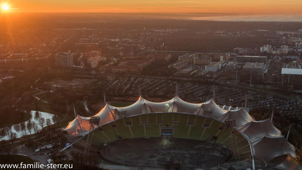 Sonnenuntergang über dem Olympiastadion vom Olympiaturm aus