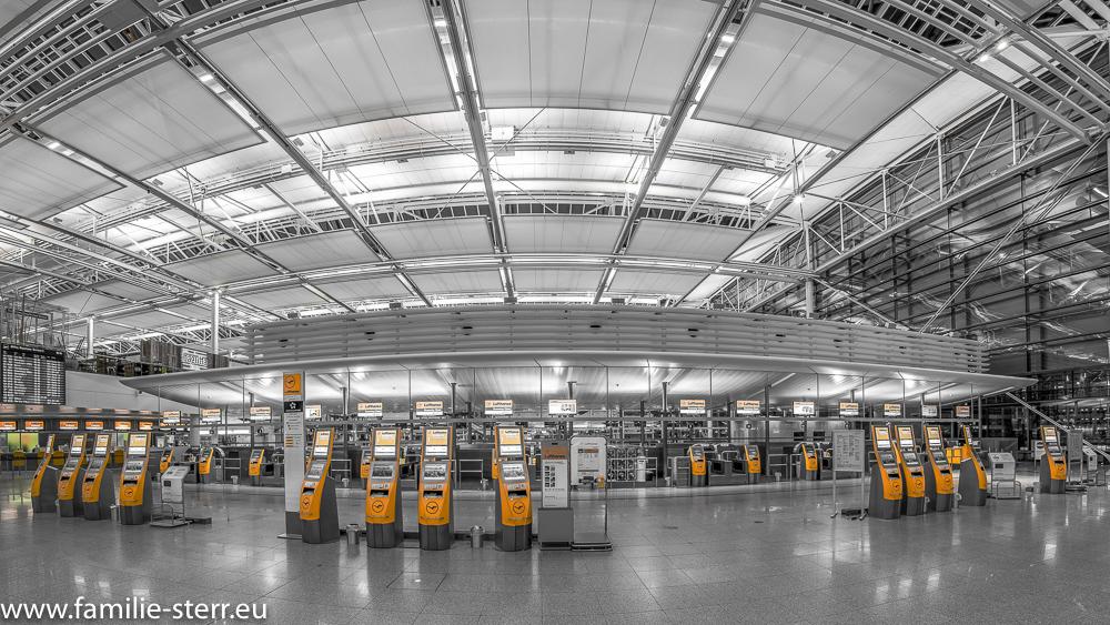 Lufthansa Economy-Check-In im Terminal 2 / Flughafen München