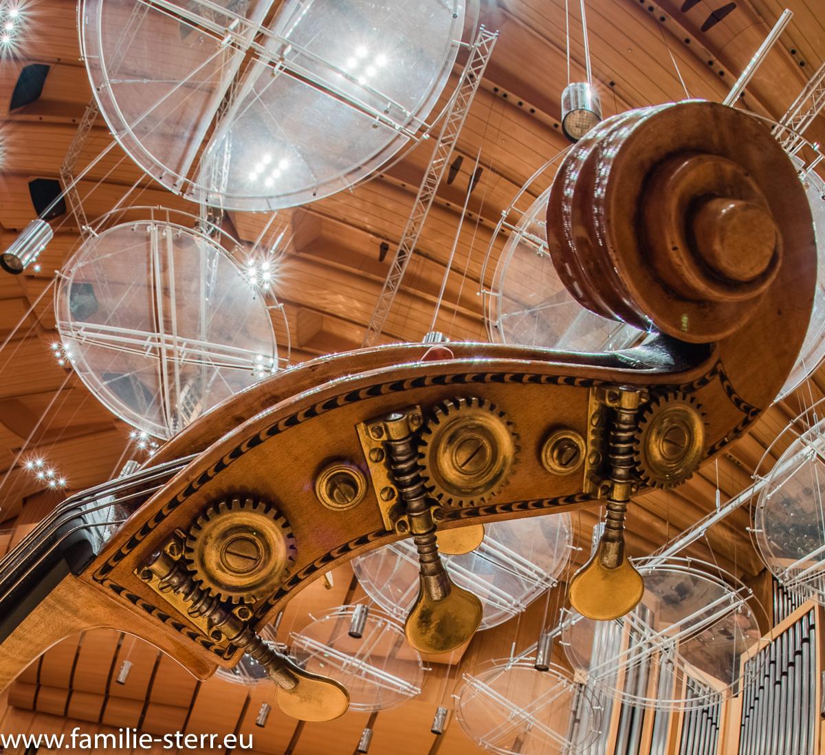 Kontrabass / Detailaufnahme in der Münchner Philharmonie