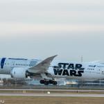 """Boeing 787-900 der ANA in Sonderbemalung """"Star Wars"""" (JA-873A) bei der Landung in München"""