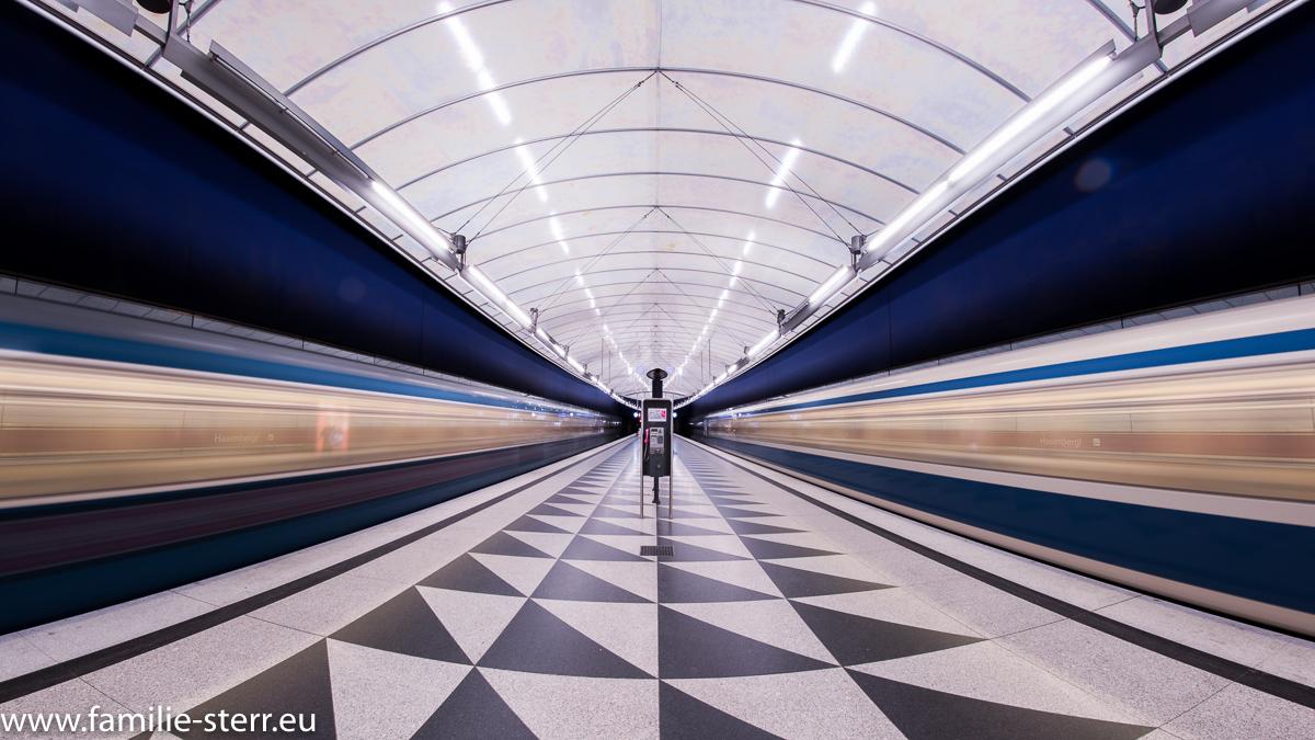 U-Bahnen im Bahnhof Hasenbergl / U2 / U-Bahn München