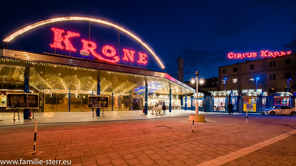 Circus Krone Bau in München bei Nacht