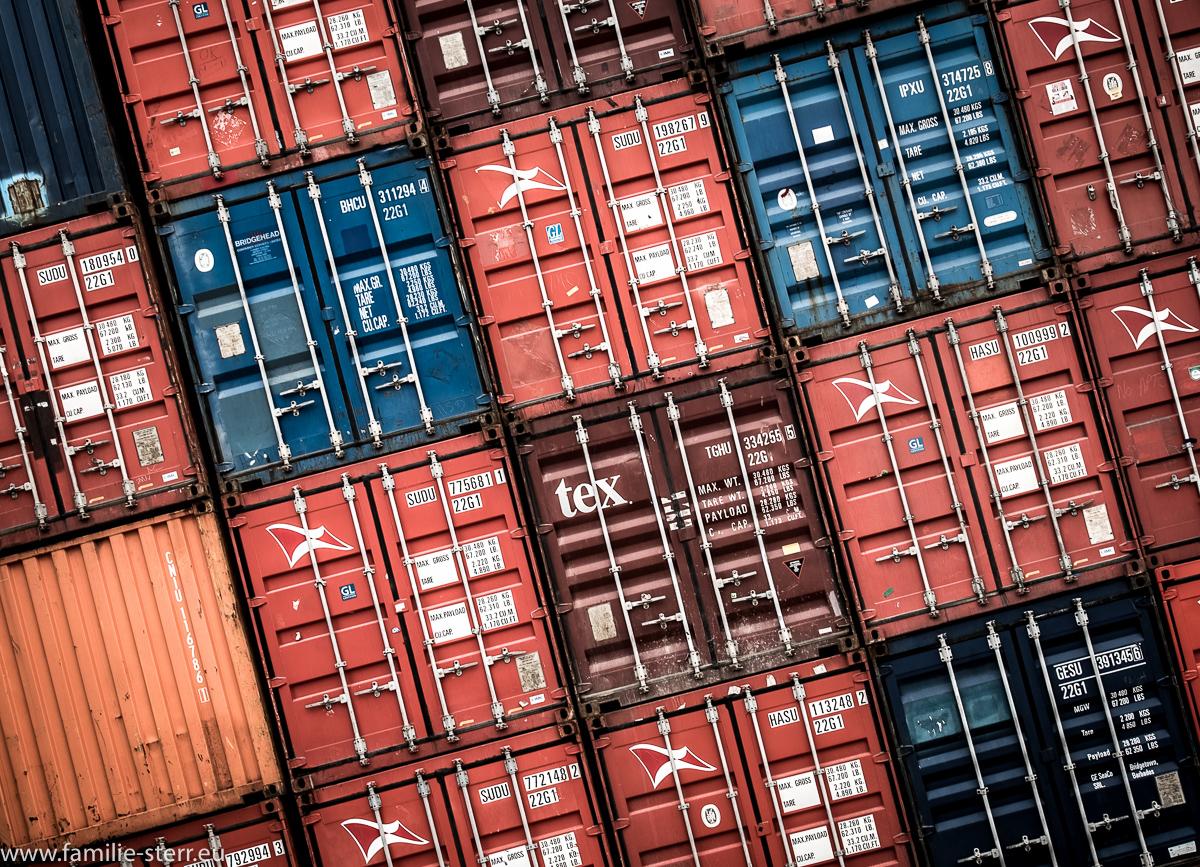 Containerstapel im Regensburger Westhafen