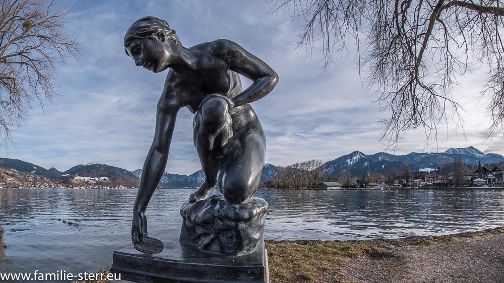 """Statue """"Wasserschöpferin"""" in Bad Wiessee / Tegernsee"""