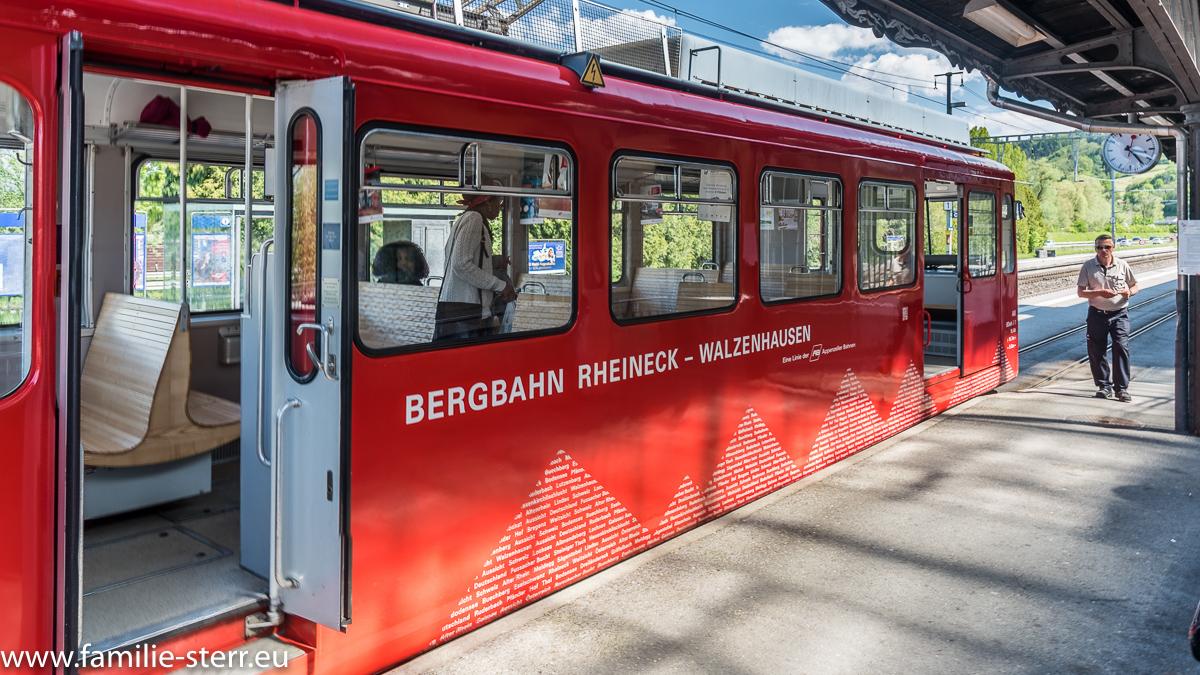 Appenzeller Bergbahn im Bahnhof Rheineck