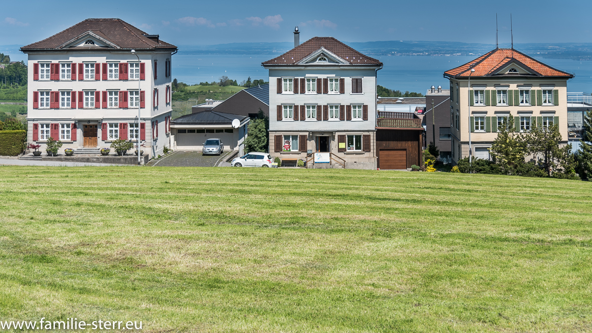 Häusergruppe in Wolfhalden/Appenzell mit Blick auf den Bodensee