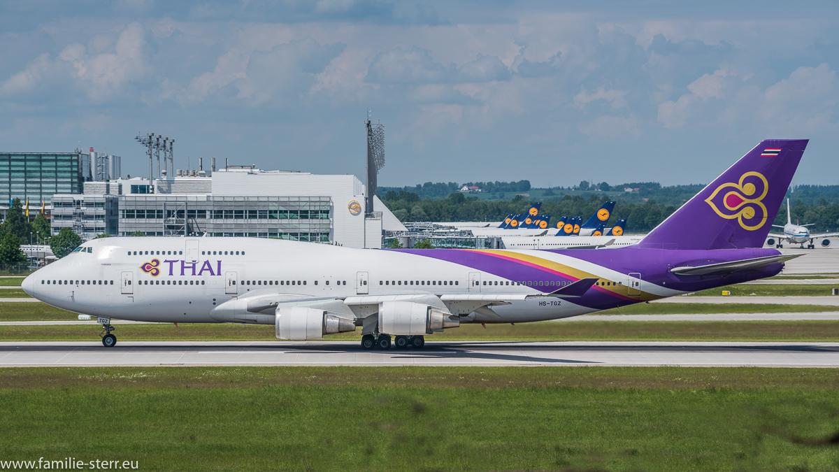 Ein Jumbo (Boeing 747) der Thai am Flughafen München