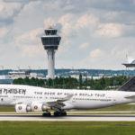 Ed - Force - One / Boeing 747-400 von Iron Maiden bei der Landung am Flughafen München
