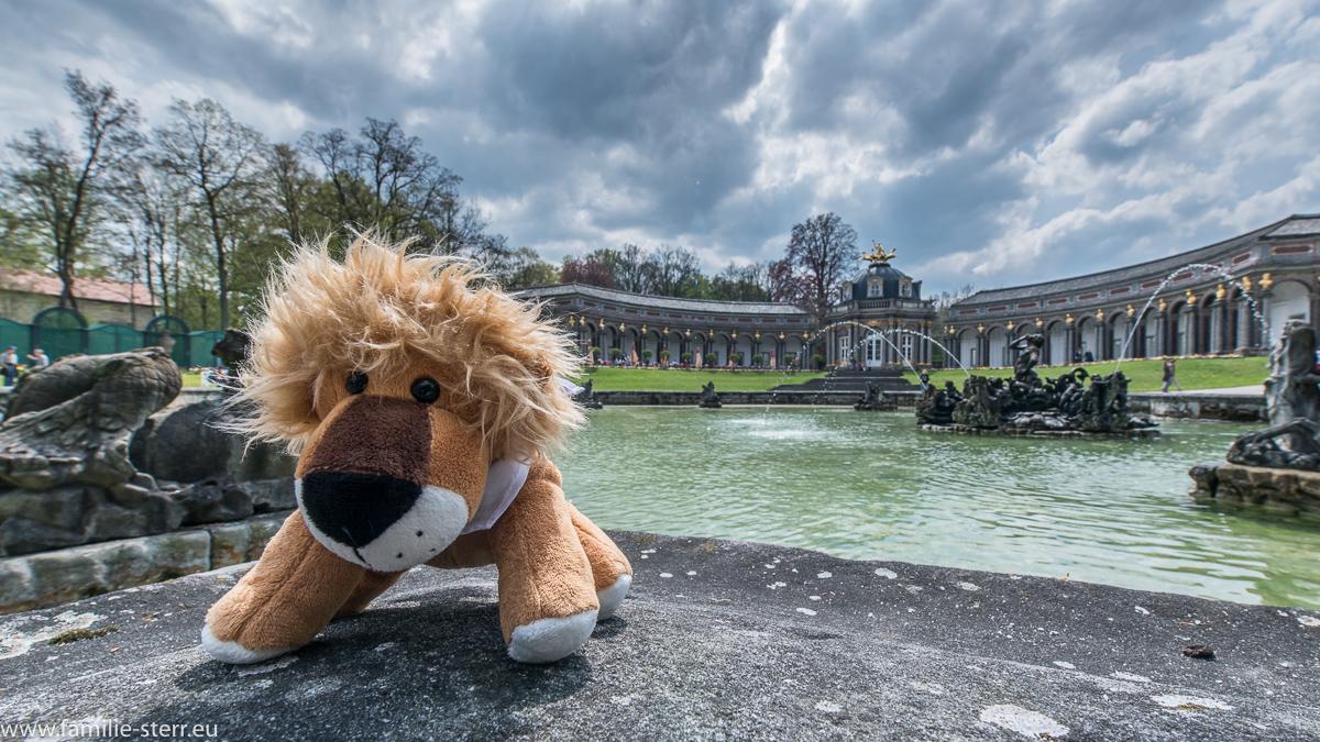 Leopold bei den Wasserspielen vor dem Neuen Schloss / Eremitage Bayreuth