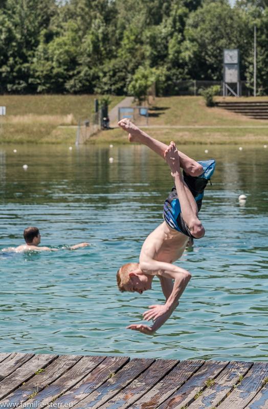Kopfsprung ins Wasser / Regattastrecke Oberschleißheim