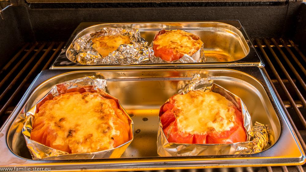 übergrillte gefüllte Tomaten