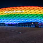Allianz Arena am Christopher Street Day in Regenbogenfarben