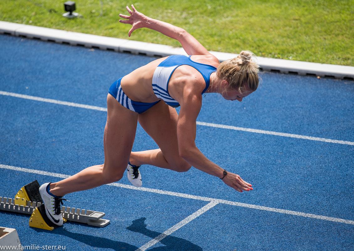 Start beim 200m Sprint der Frauen - Leichtathletik Bayerische Meisterschaften 2016 in Erding