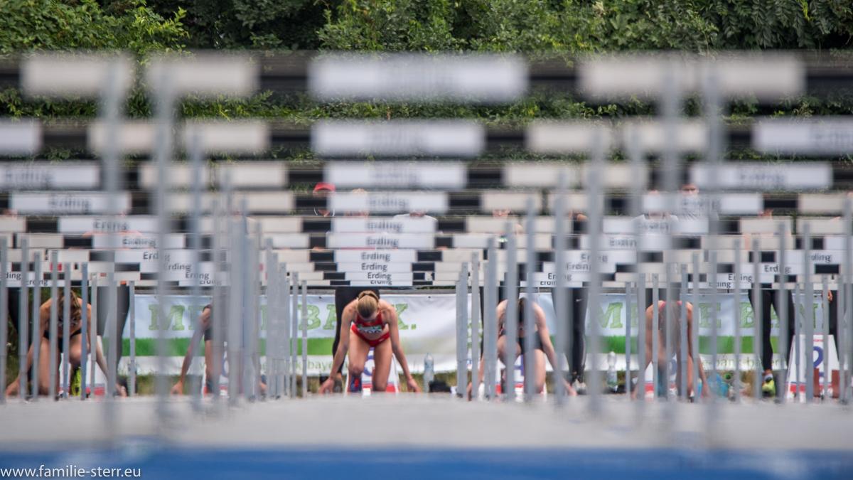 Hürden - Sprintstrecke bei der Hürdensprint der Frauen bei der Leichtathletik Bayerische Meisterschaften 2016 in Erding