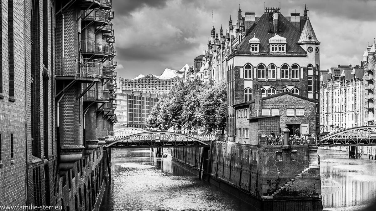 Speicherstadt Hamburg mit Elbphilharmonie im Hintergrund