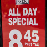 "Schild ""All Day Special"" - Parkgebühren in New York"