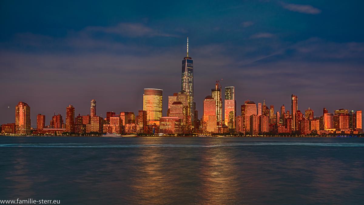 Skyline Downtown Manhattan bei Sonnenuntergang