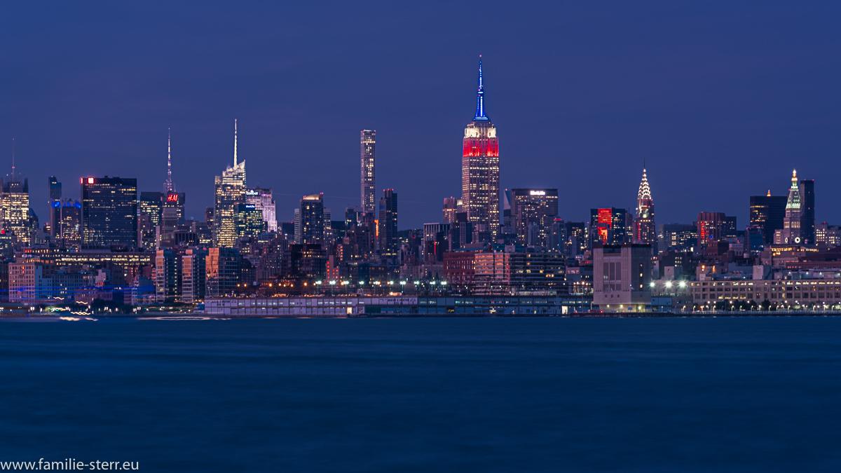 Skyline von Midtown Manhattan zur blauen Stunde
