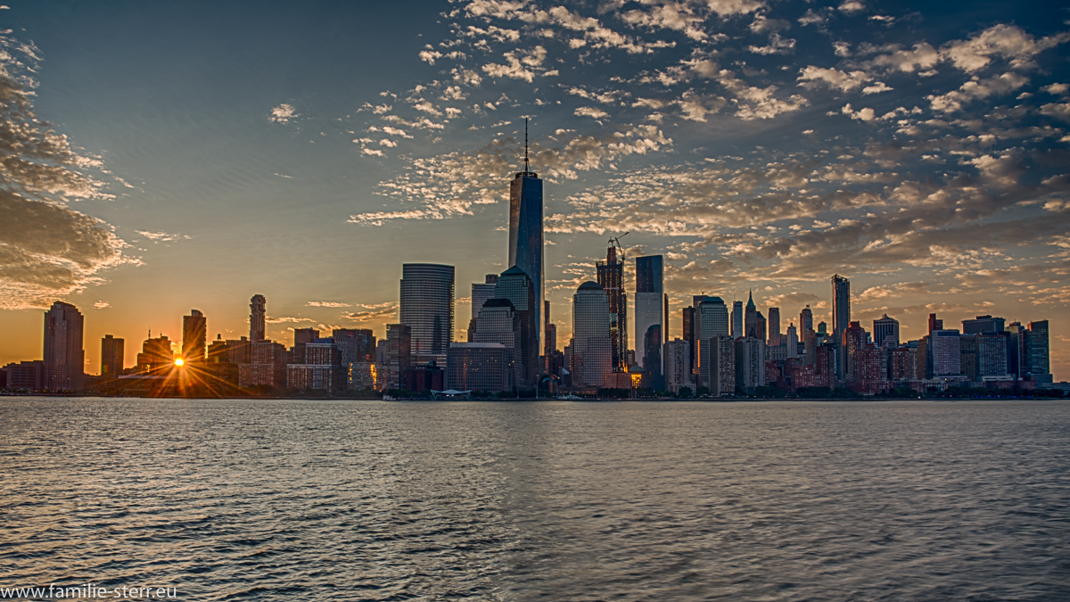 Sonnenaufgang über Downtown Manhattan / Skyline und dem Hudson River