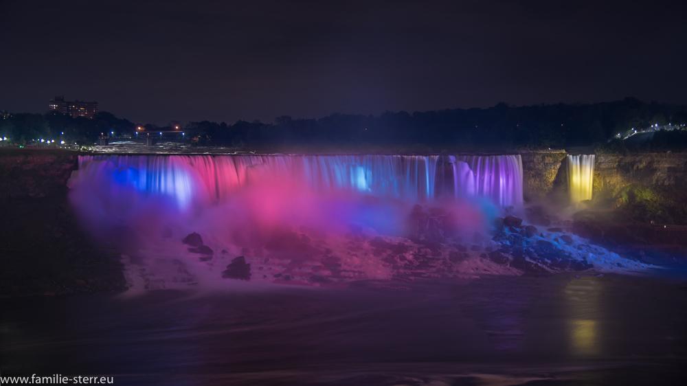 die bunt beleuchteten US - Niagarafälle