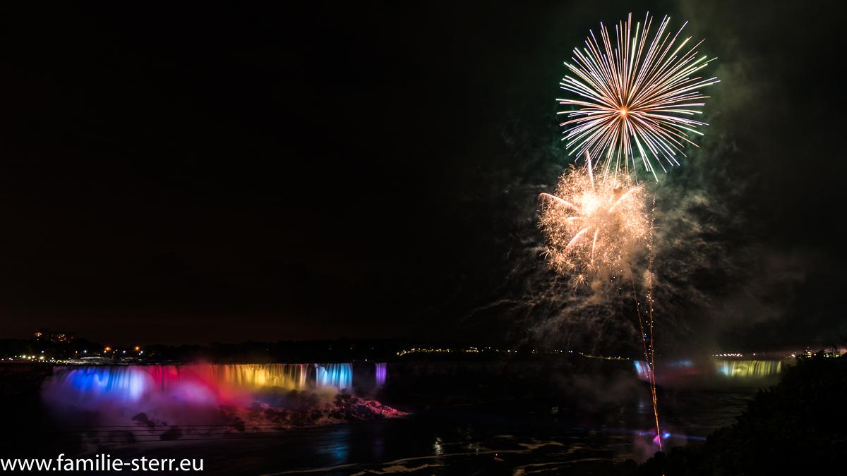 Feuerwerk an den Niagara Falls