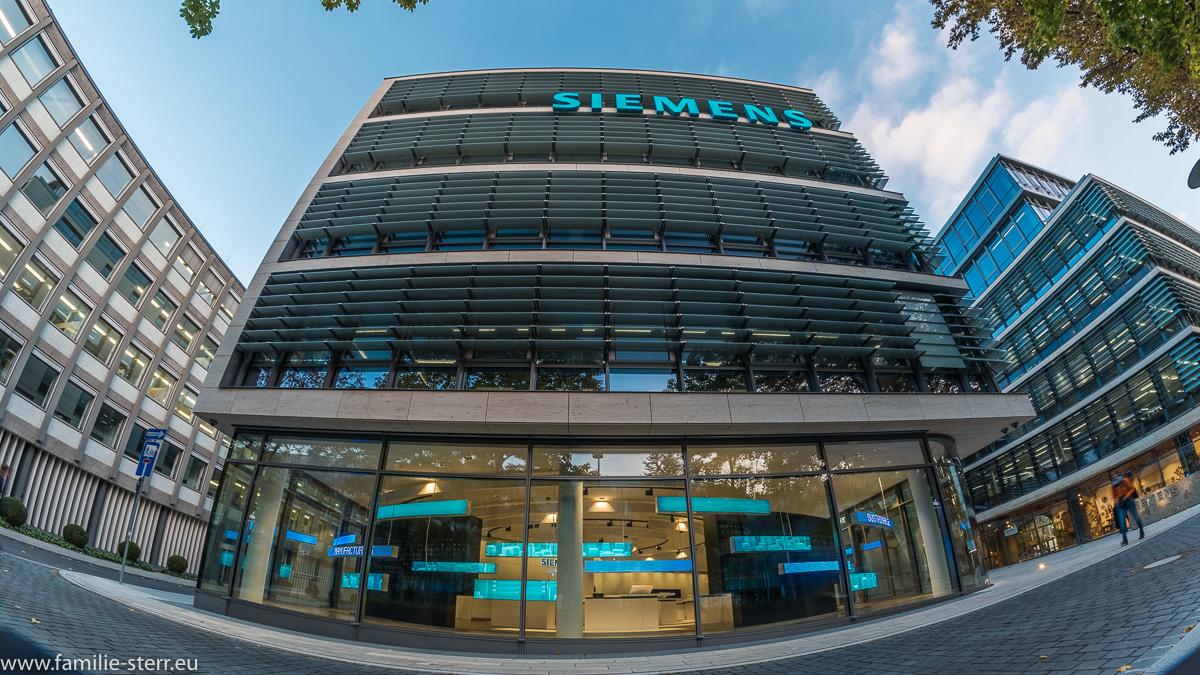 Fassadenfront der Siemens - Firmenzentrale am Oskar-von-Miller-Ring