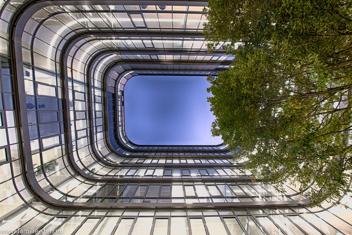 Ein Innenhof in der neuen Siemenszentrale in München