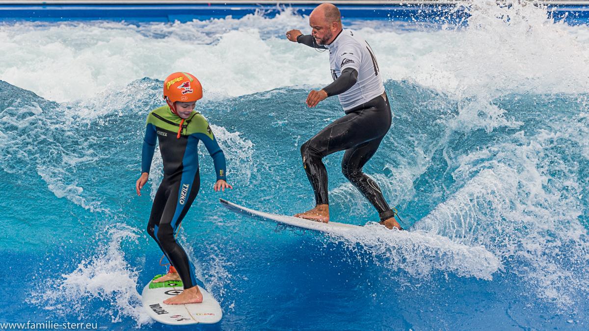 Vater und Sohn beim Surf and Style 2016 im Munich Airport Center