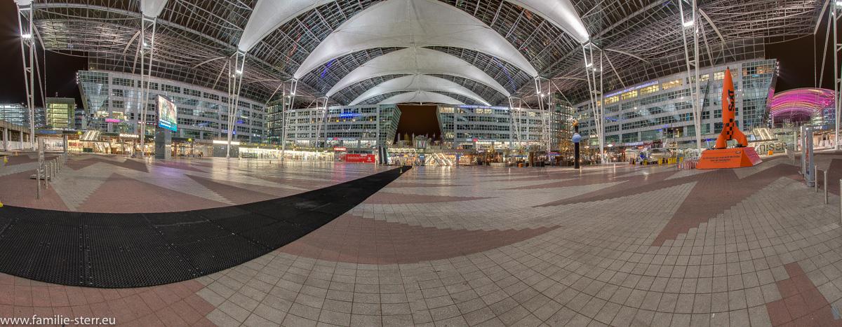 Nachts im Munich Airport Center / MAC
