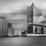 Die Elbphilharmonie an der Kehrwiederspitze in Hamburg