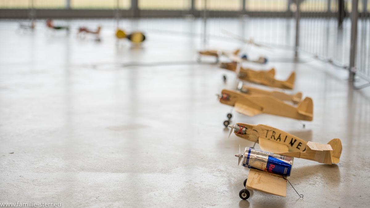 """kleine Modellflugzeuge des """"fliegenden Zirkus"""" / Flugwerft Oberschleißheim"""