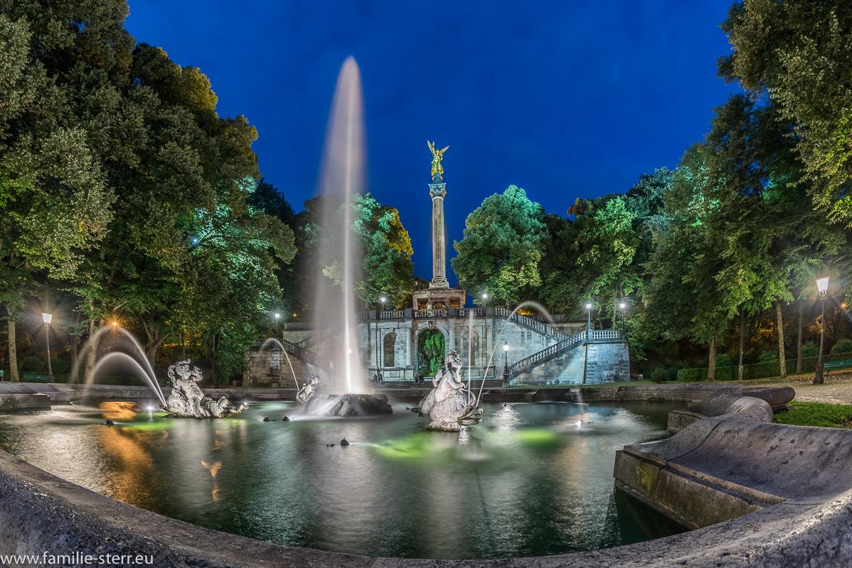 Der Friedensengel in München bei Nacht