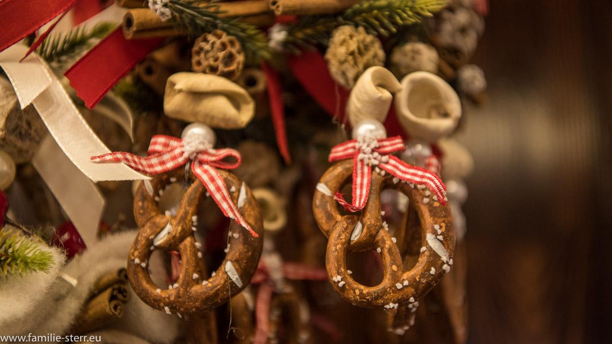Brezen als Weihnachtsschmuck / Christkindlmarkt München