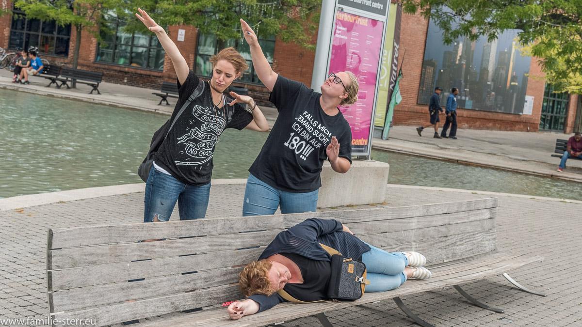 Astrid, Katharina und Melanie am Hafen von Toronto