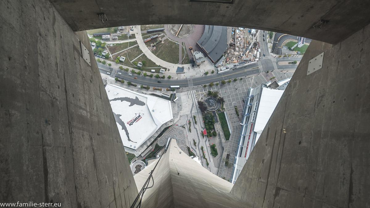 Glasboden in der Aussichtskanzel des CN - Towers in Toronto