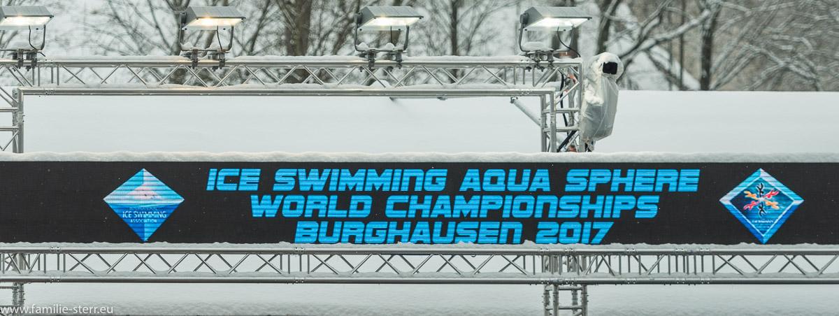 Anzeigetafel beim Eisschwimmen / Ice-Swimming 2017 in Burghausen 7 German Open und Weltmeisterschaft