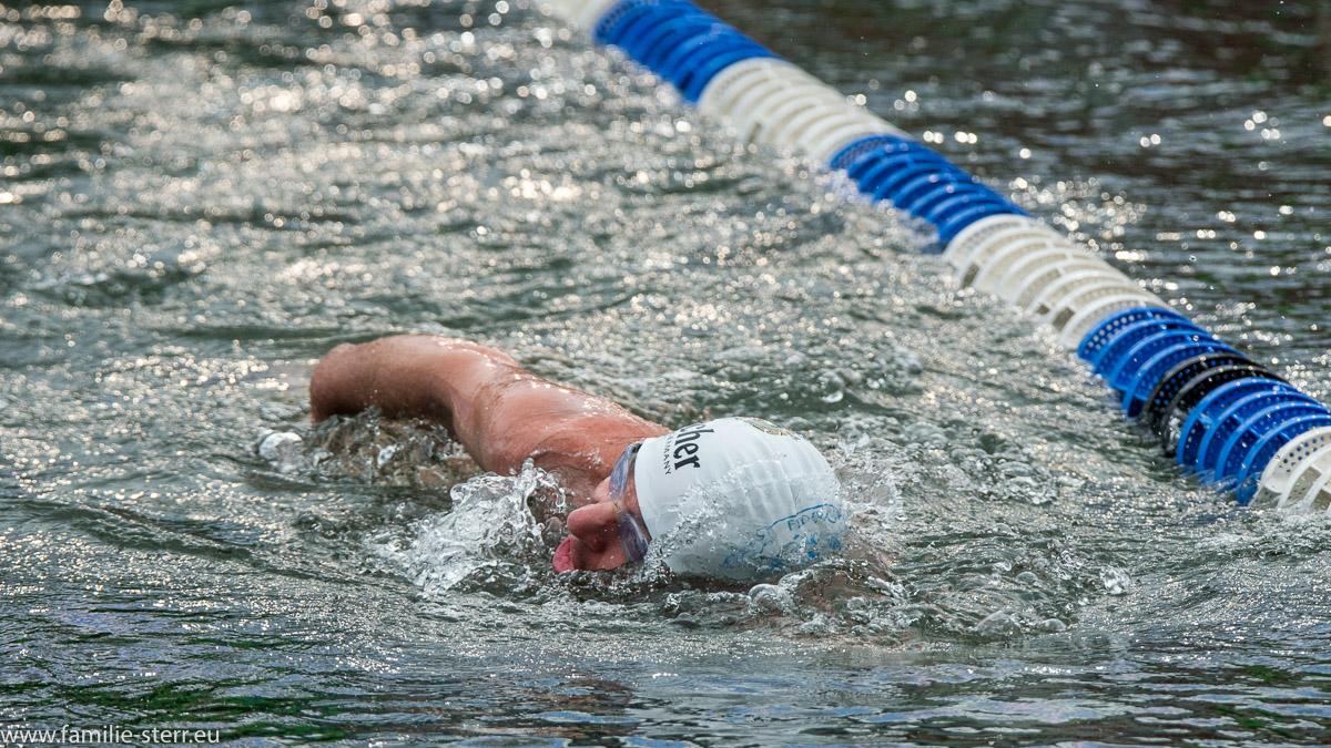 Schwimmer im Wöhrsee beim Eisschwimmen / Ice-Swimming 2017 in Burghausen 7 German Open und Weltmeisterschaft