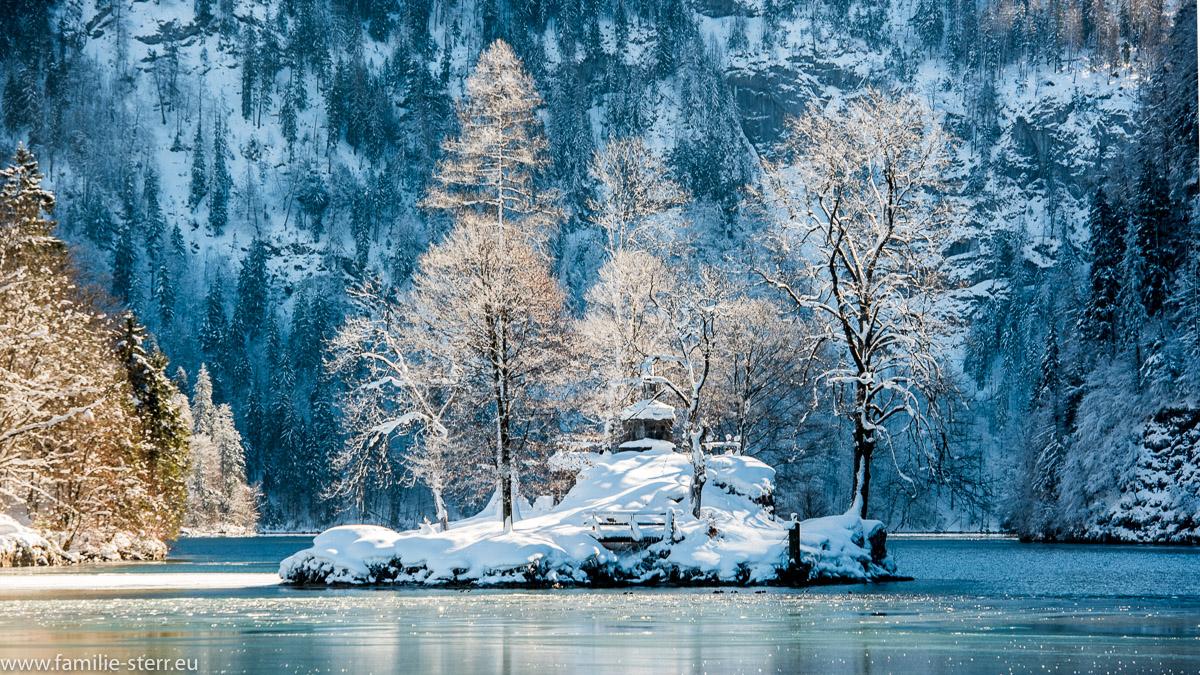 verschneite Insel im Königssee