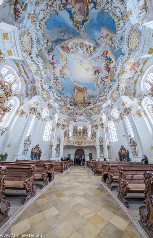 Blick vom Altar der Wieskirche zum Eingang und zur Orgel