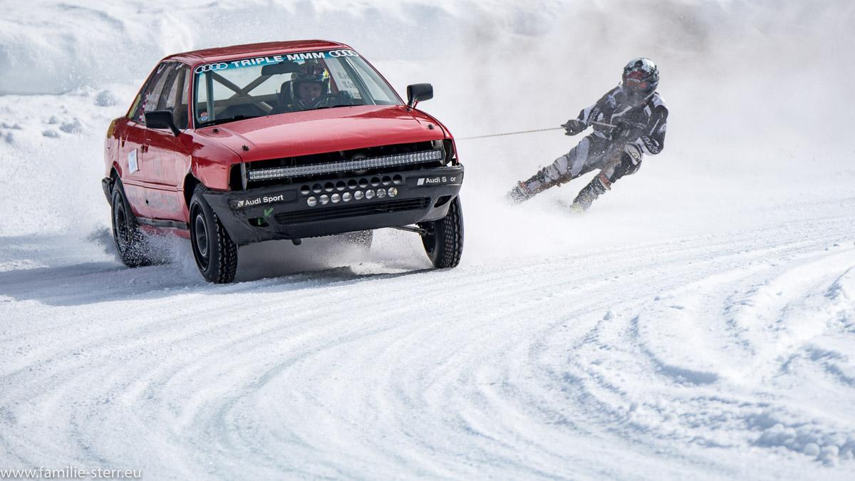 Skijöring / Auto zieht Skifahrer / Eisspeedway in Weissenbach