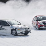 zwei Rennwagen beim Eisspeedway in Weissenbach