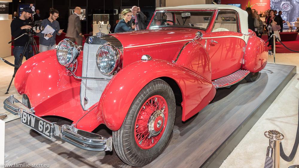 roter Mercedes Benz Oldtomer als Standdekoration auf der Inhorgenta