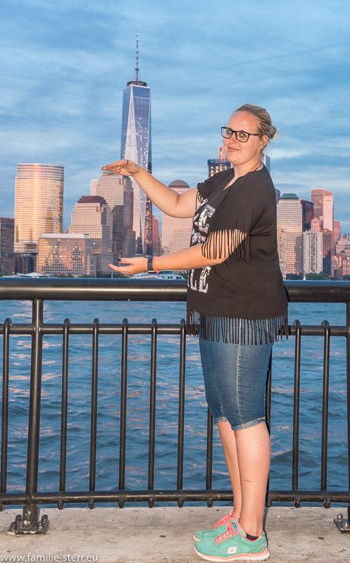Katharina vor der Skyline von New York