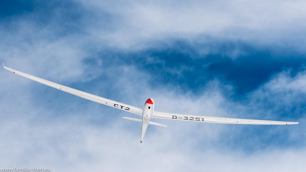 Segelflugzeug Schempp-Hirth Duo Discus x vor Wolken