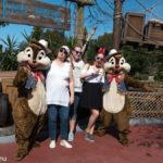 Astrid, Katharina und Melanie mit Chip und Dale im Magic Kingdom