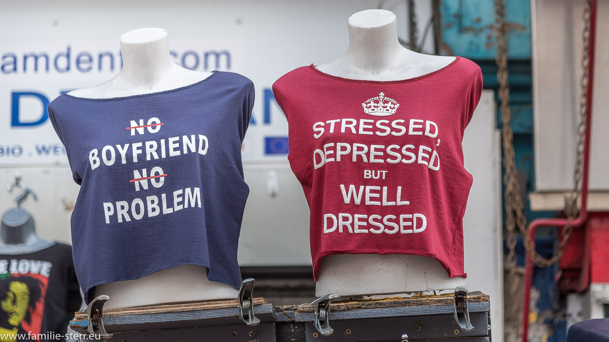 T-Shirts mit lustigen Beschriftungen / Camden Market / London