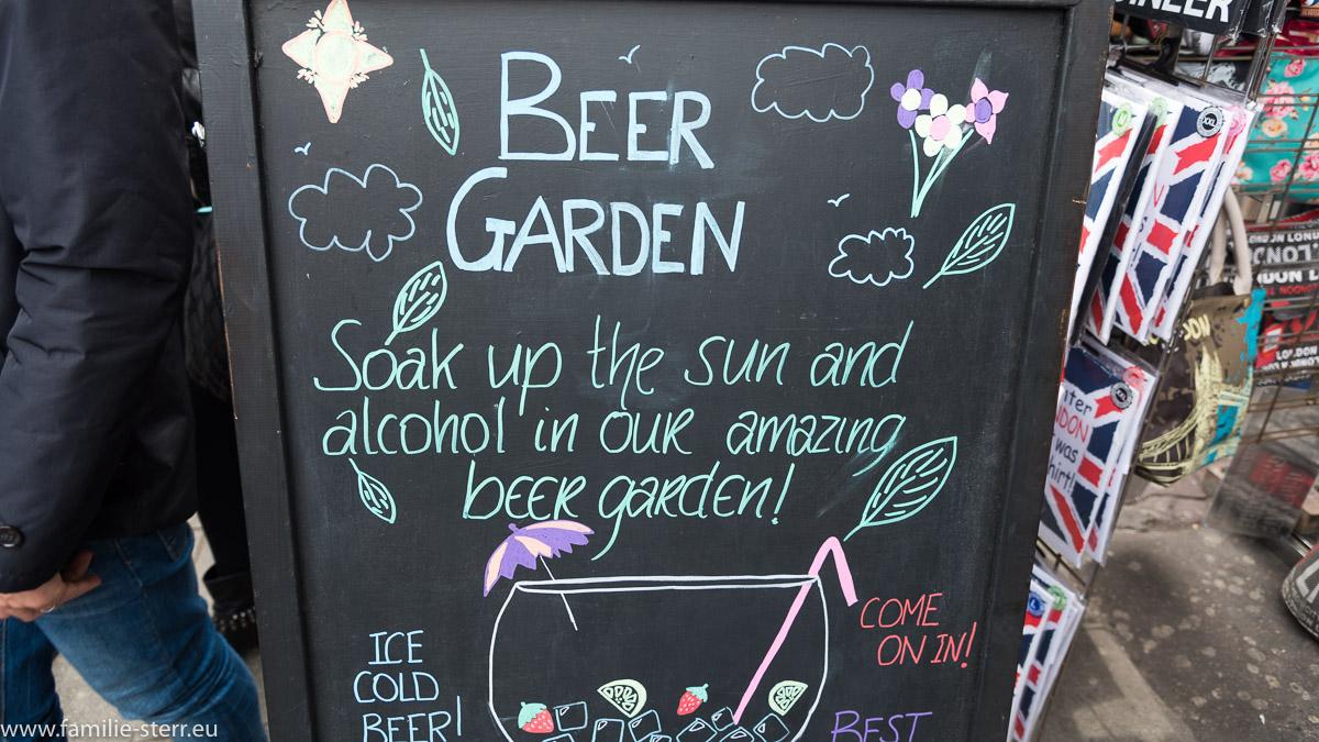 Schild an einem Pub in Camden Town zum Biergarten