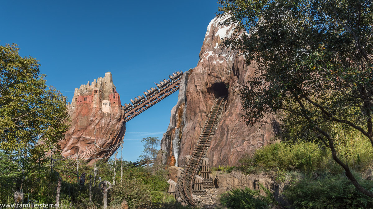 "Auffahrtsrampe der Achterbahn ""Expedition Everest"" in Disneyworld Florida"