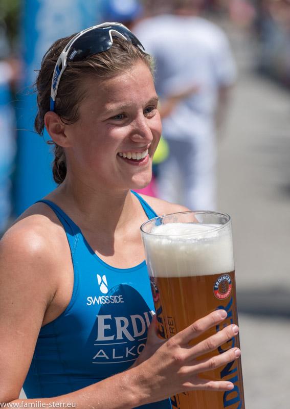 Siegerin des Damenwettbewerbs beim 24. Erdinger Stadttriathlon